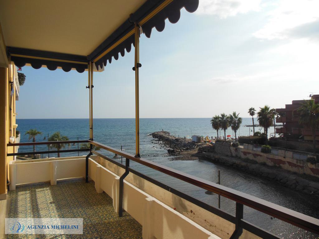 Rif. 005 - Signorile appartamento vista mare a due passi dalla spiaggia.