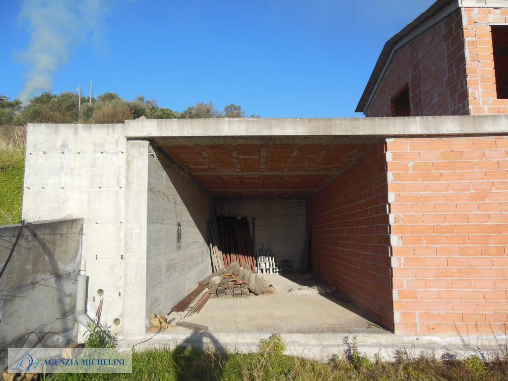 Rif. 036 - Cemento armato di casa indipendente in posizione fronte mare.