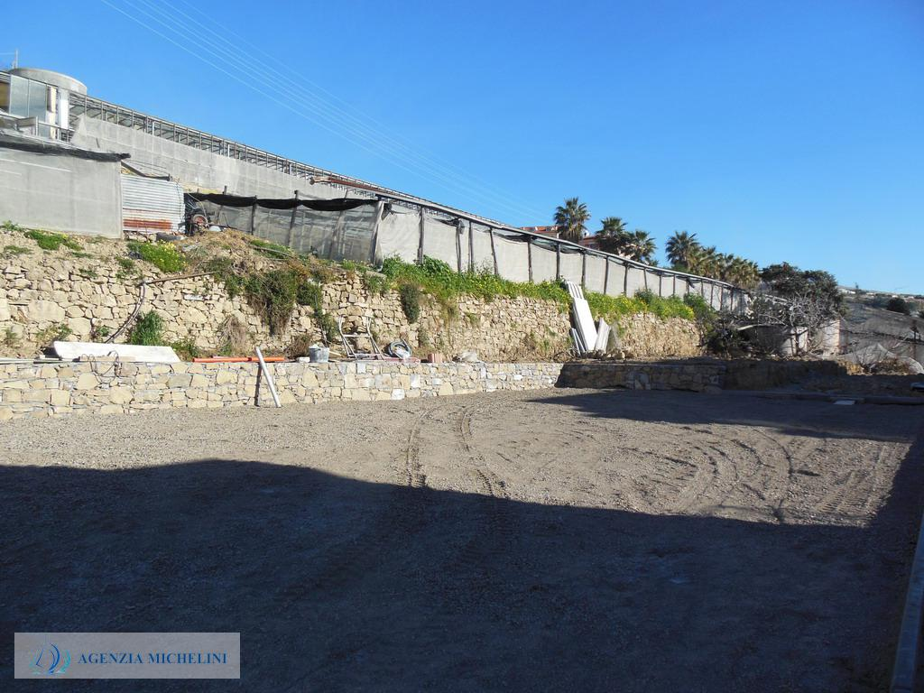 Rif. 035 - Trilocali di nuova costruzione con terrazza, giardino e posti auto.