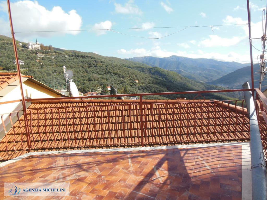 Ref. 030 - Two-storey house with terrace and panoramic views. To be restructured.